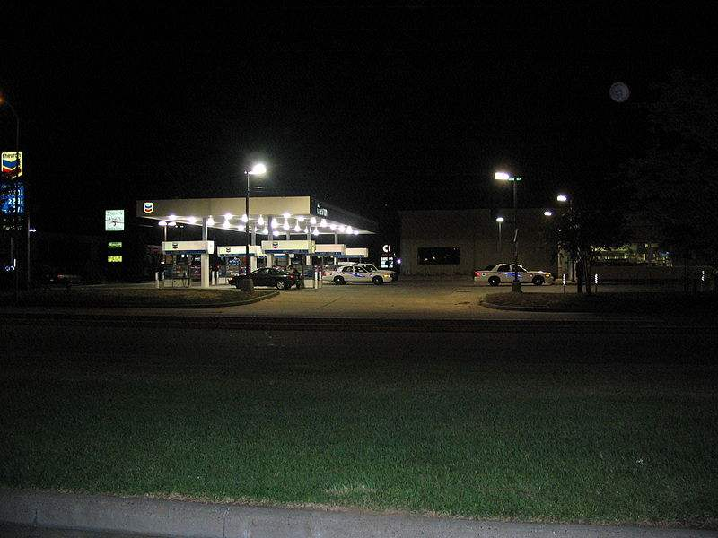 800px-Chevron_gas_station